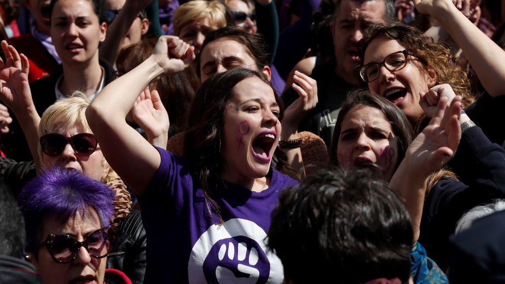 Foto: Concentración feminista contra el fallo judicial de La Manada en la Puerta del Sol. (EFE)