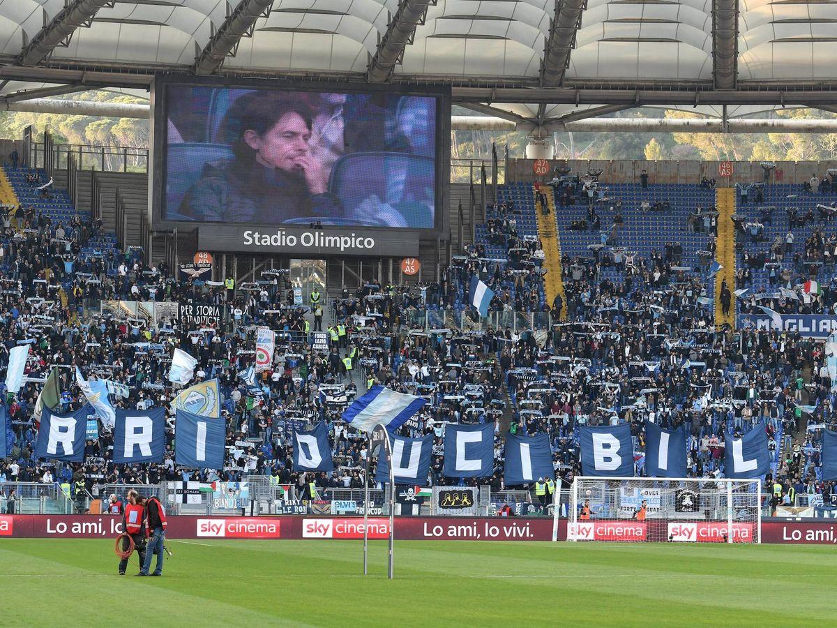 Foto: Los 'Irriducibili' en la Curva Nord del Estadio Olímpico de Roma en un Lazio-Udinese jugado en abril de 2019. (Imago)
