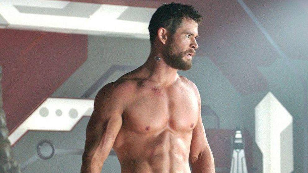 Chris Hemsworth le promete a Elsa Pataky que no volverá a enseñar abdominales