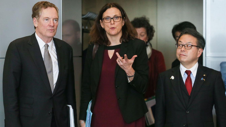 Foto: Cecilia Mälmstrom junto a Robert Lighthizer y Hiroshige Seko, antes de la infructuosa reunión en Bruselas. (EFE)