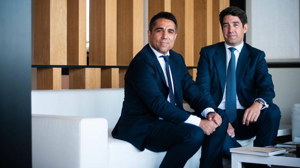 Foto: Roberto Campos, director general de Avintia Inmobiliaria, y Juan Carrero, director de negocio inmobiliario. (Carmen Castellón)