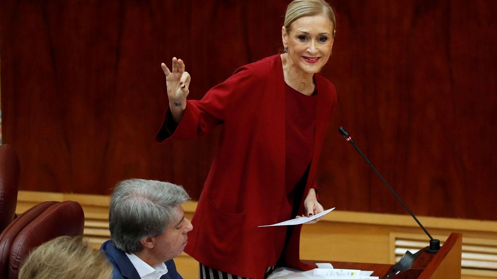 Foto: Cifuentes, durante el pleno de la Asamblea de Madrid. (EFE)