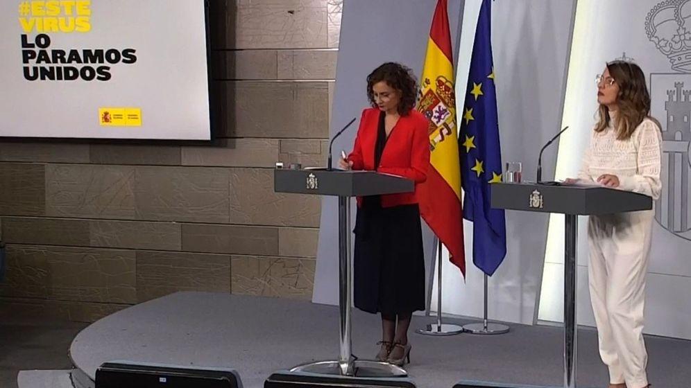 Foto: La ministra de Hacienda y portavoz del Gobierno, María Jesús Montero, y la ministra de Trabajo, Yolanda Díaz. (EFE)