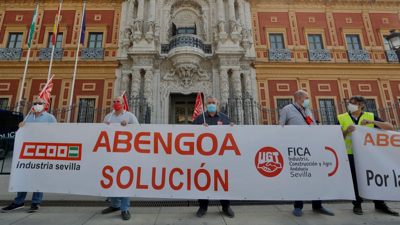 Protestas de los sindicatos pidiendo soluciones para Abengoa. (EFE)