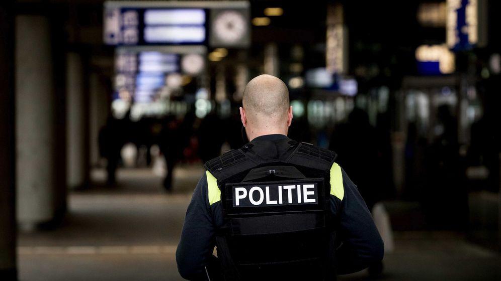 Foto: Un policía de Róterdam, en una imagen de archivo. (EFE)