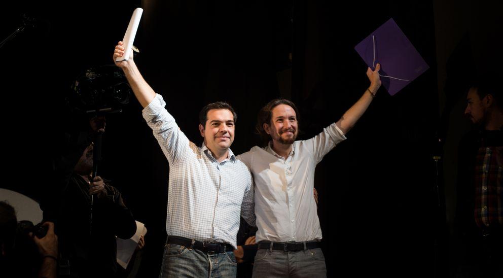 Foto: Alexis Tsipras, líder de Syriza, junto a Pablo Iglesias durante un encuentro de Podemos en Madrid celebrado el 15 de noviembre (Daniel Muñoz).