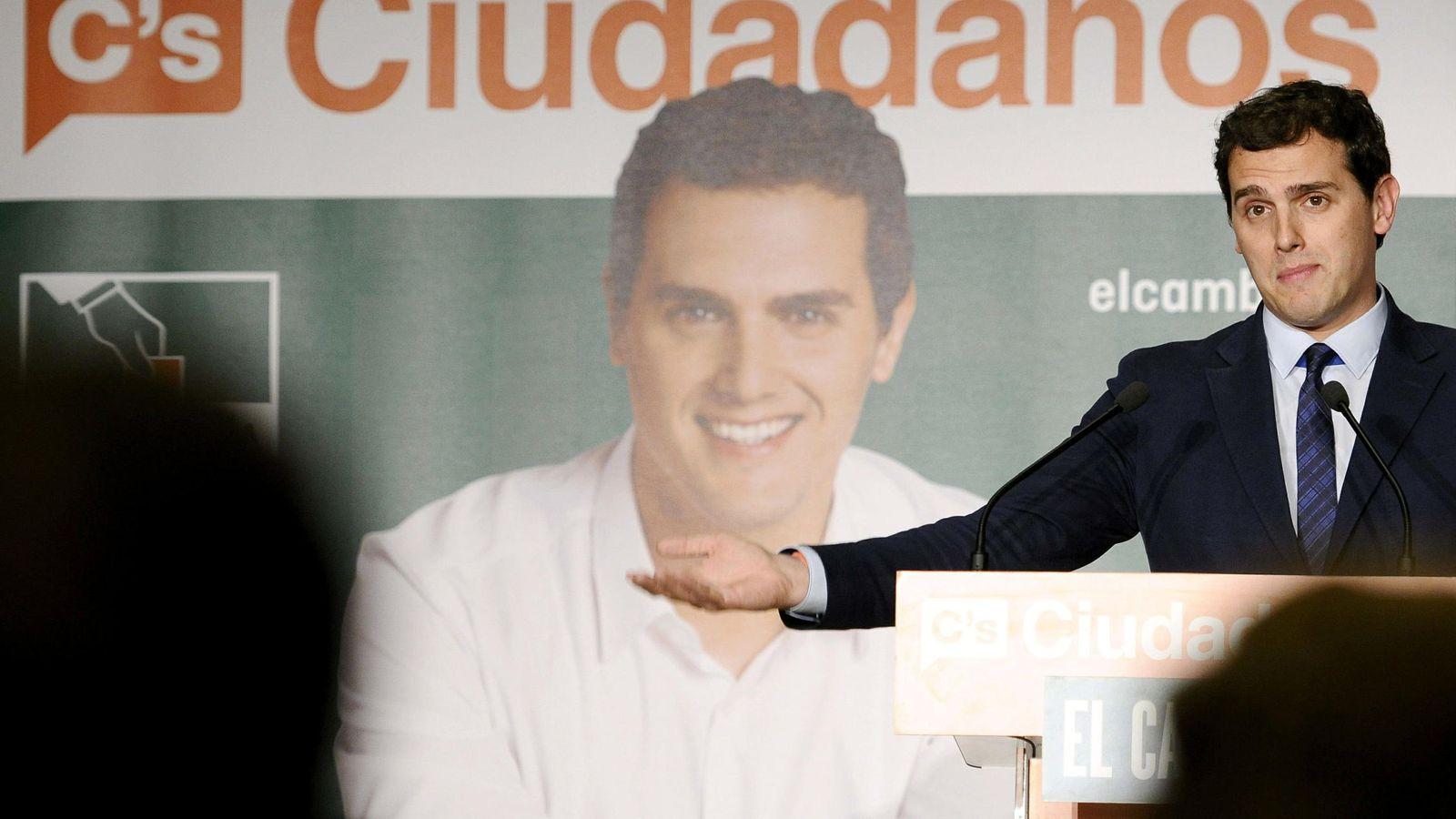 Foto: Albert Rivera, en el acto de cierre de campaña de las elecciones andaluzas en Sevilla. (EFE)