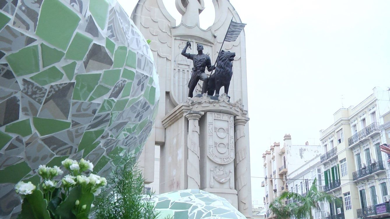Melilla retira el monumento franquista 'Héroes de España'
