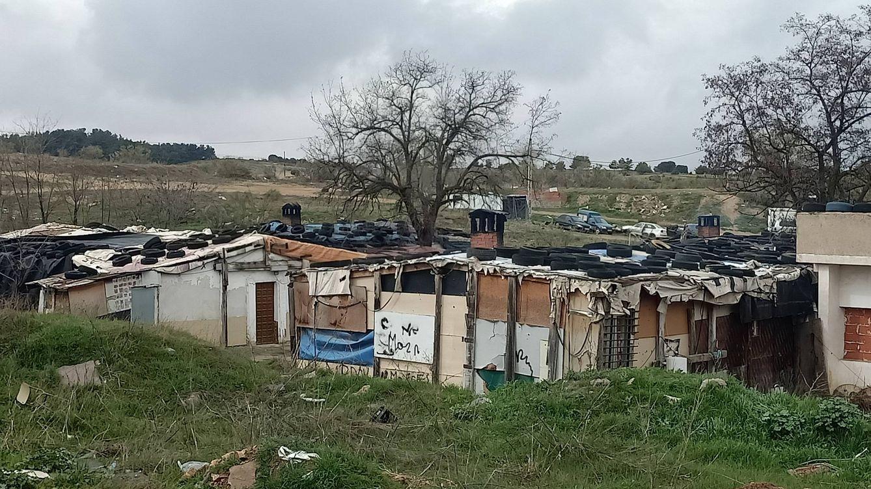 Foto: Vista general del asentamiento de chabolas en el Palo de los Cerros, a tres kilómetros de Toledo capital. (I. G. V.)