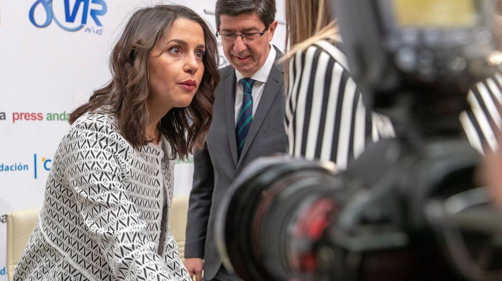 Foto: Inés Arrimadas y Juan Marín, durante el encuentro de hoy en Sevilla. (EFE)