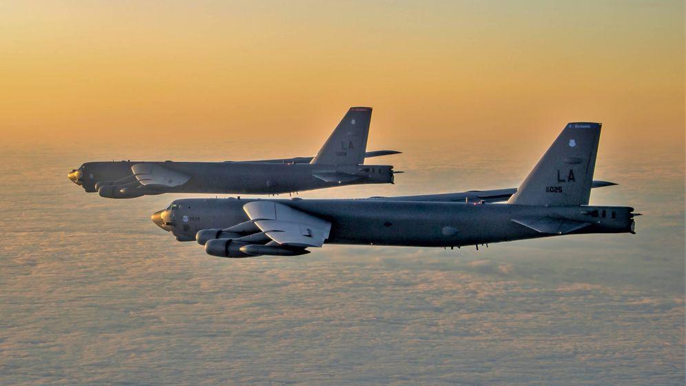 Foto: Dos B-52H volando sobre el Báltico. (USAF)