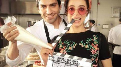 La cercana amistad entre Özge Özpirinçci y Buğra Gülsoy, protagonistas de 'Mujer' y 'Mi hija'