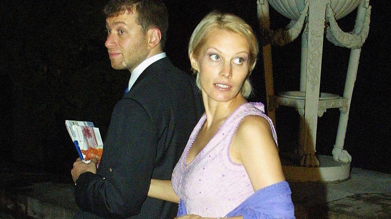 Roman e Irina, en 2001 en San Petersburgo. (Getty)