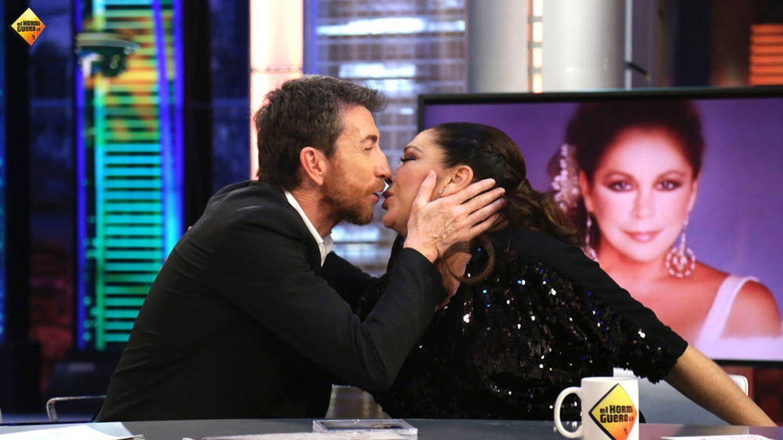 Pablo Motos e Isabel Pantoja en 'El hormiguero'.
