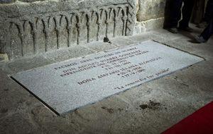 'La concordia fue posible', la frase de la lápida de la tumba de Suárez