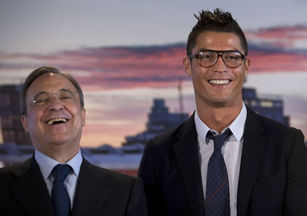 Foto: Cristiano Ronaldo y Florentino Pérez, durante el acto de renovación del contrato del portugués