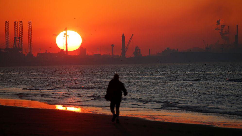 Foto: Atardecer en el puerto de Dunkerque. (Reuters)
