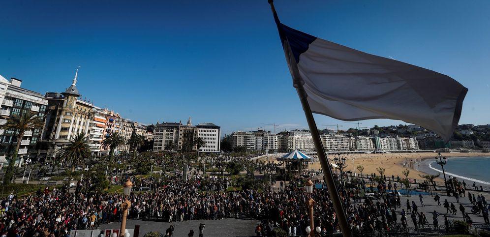 Foto: Concentración en San Sebastián en repulsa por la agresión mortal a un joven de 17 años el pasado mes de abril. (EFE)