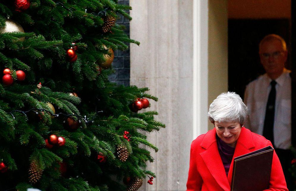 Foto: La primera ministra británica, Theresa May, abandona el número 10 de Downing Street, en Londres. (Reuters)