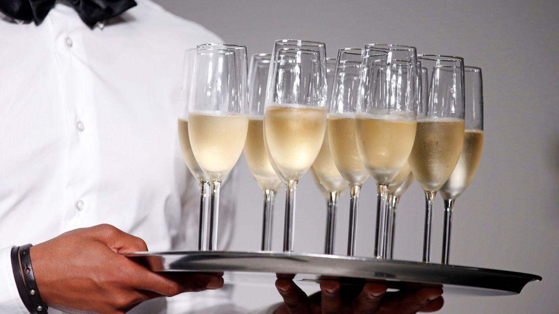 El champán es la respuesta a los múltiples eventos sociales que hay en Navidad (Reuters/Benoit Tessier)