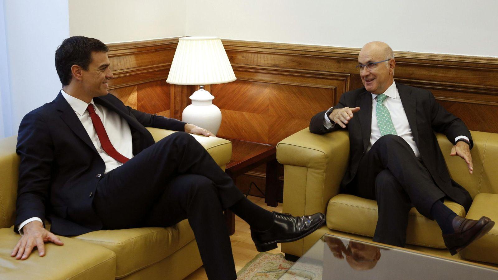 Foto: El secretario general del PSOE, Pedro Sánchez junto al líder de UDC, Josep Antoni Duran i Lleida. (Efe)
