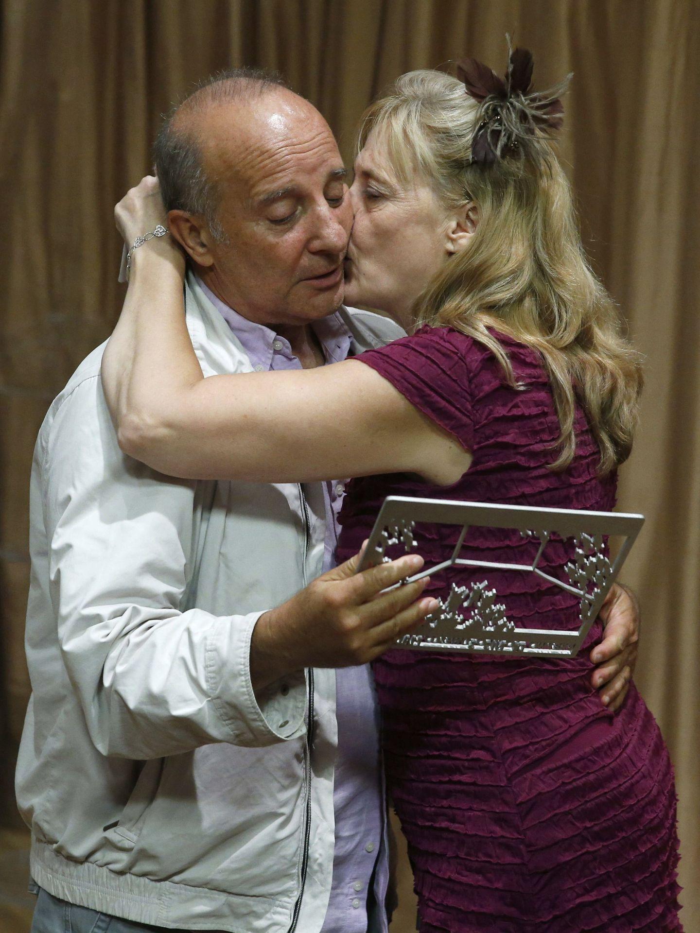Fermín Cabal y Paloma Pedredo en unos premios en 2013 (Efe)