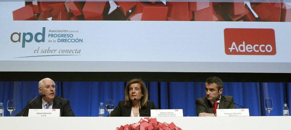 Foto: Rafael Miranda, presidente de Hispania, junto a la ministra de Empleo, Fátima Báñez. (Efe)