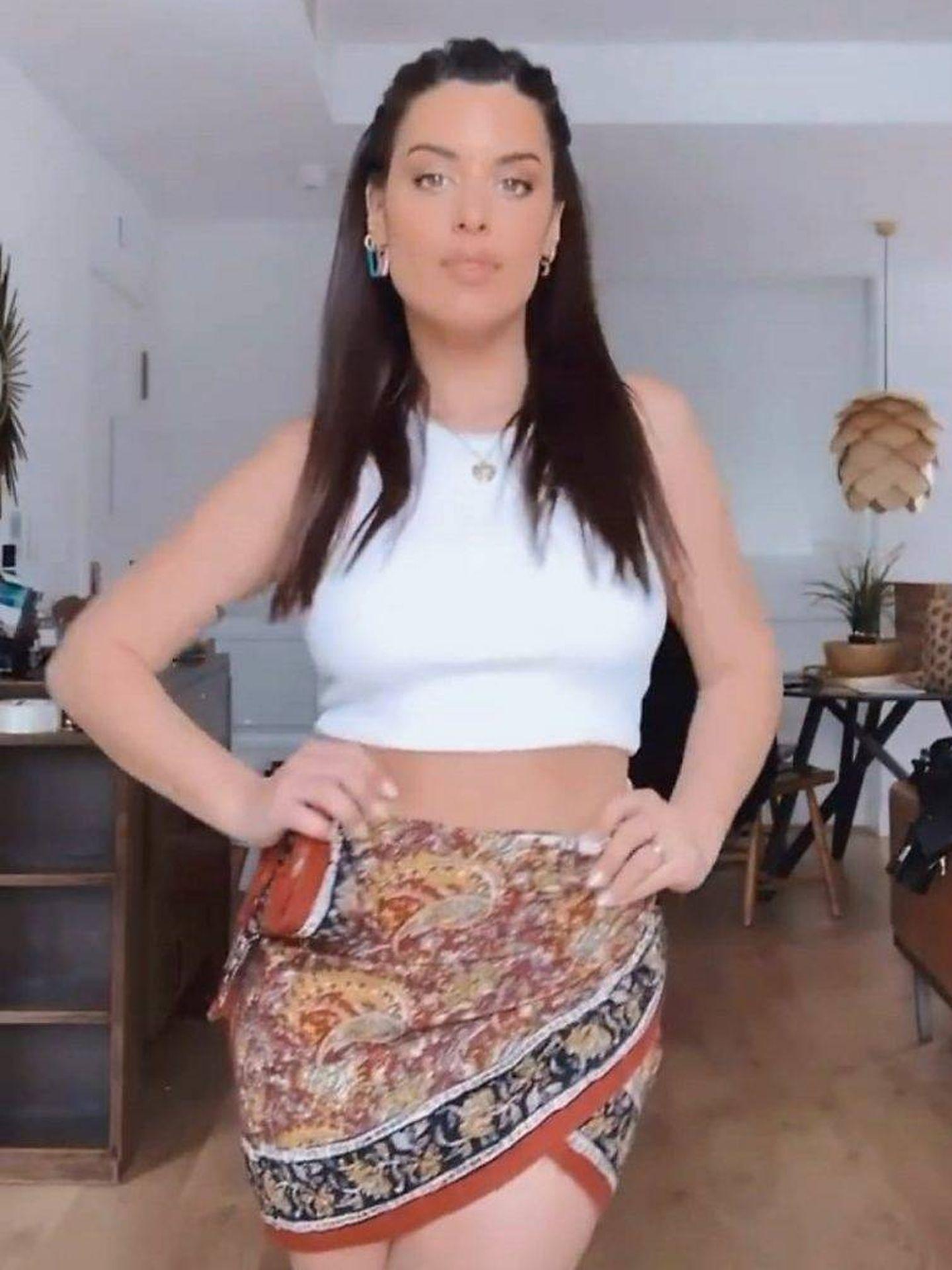 Dulceida se rindió ante la falda pareo de Zara. (Cortesía)