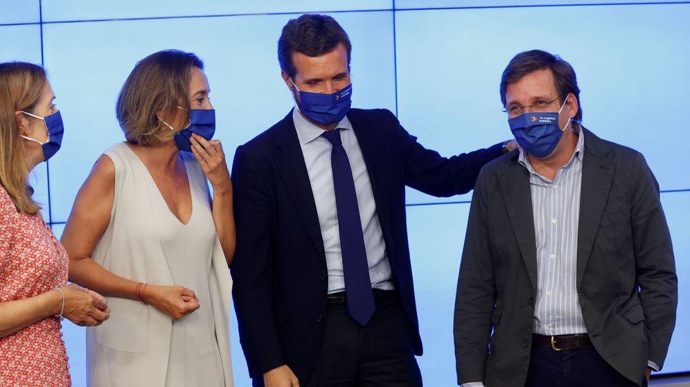 Foto: El líder del PP, Pablo Casado (2d), junto al alcalde de Madrid, José Luis Martínez-Almeida (d). (EFE)