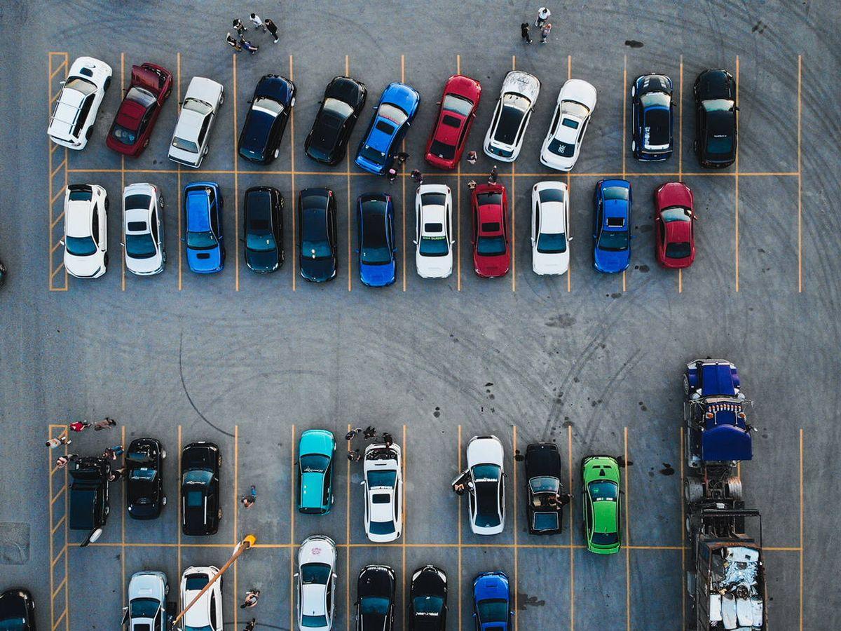Foto: Este vídeo demostraría que llevamos toda la vida aparcando mal (Brydon McCluskey para Unsplash)