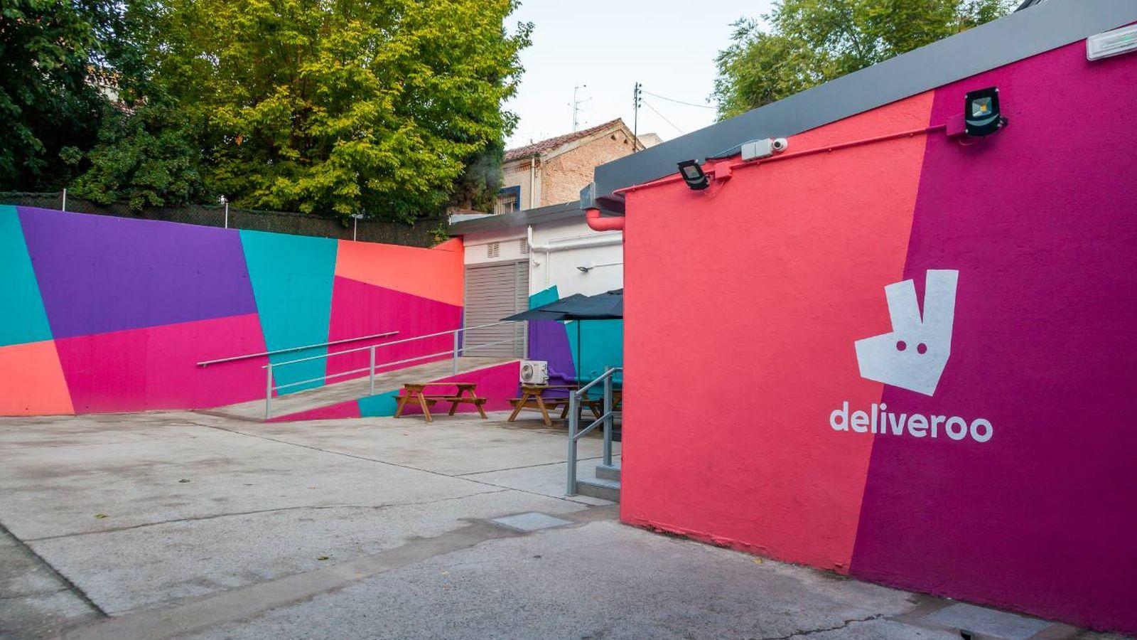 Foto: Así son las 'dark kitchen' de Deliveroo en Madrid. (Imagen cedida por la empresa)