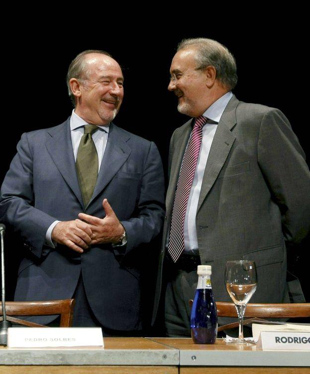 Foto: Los exministros de Economía Rodrigo Rato y Pedro Solbes, en 2009. (EFE)