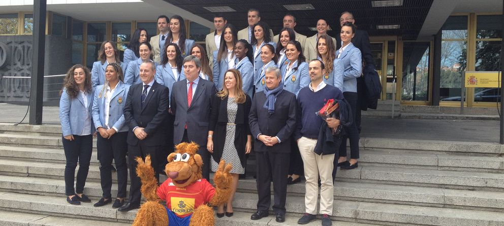 La Federación de Balonmano y Spagnolo se unen para vestir a 'Guerreras' e 'Hispanos'
