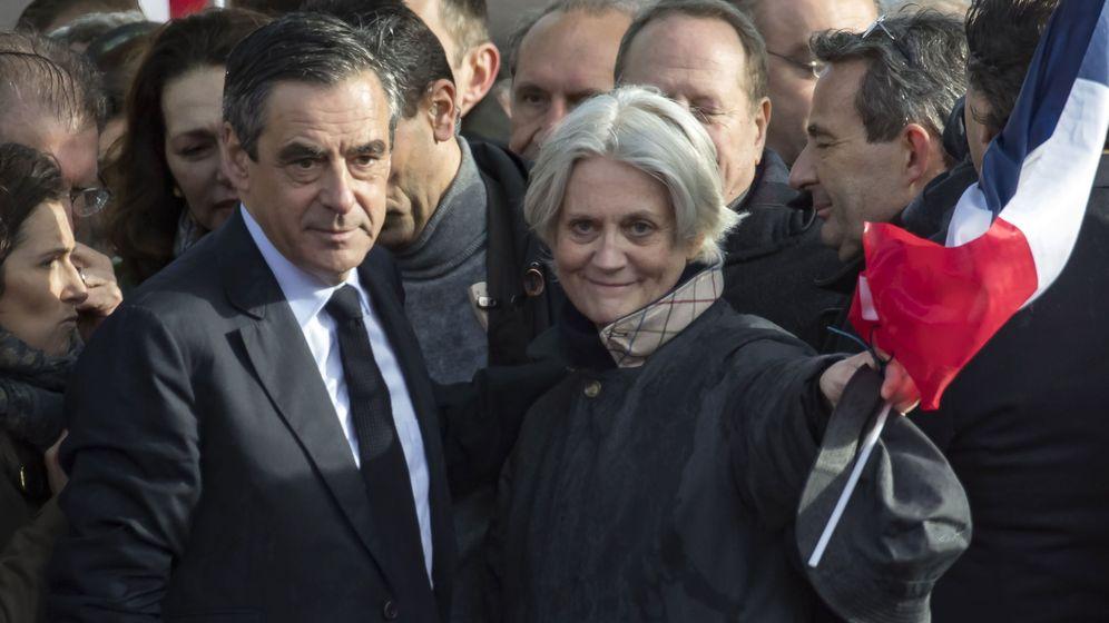 Foto: El exprimer ministro Francois Fillon y su mujer Penélope en una foto de archivo. (Reuters)