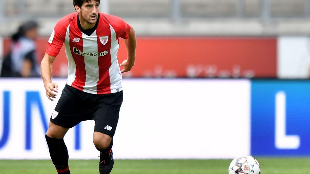 Foto: Mikel San José, durante un partido con el Athletic Club (EFE EPA/Sascha Steinbach)