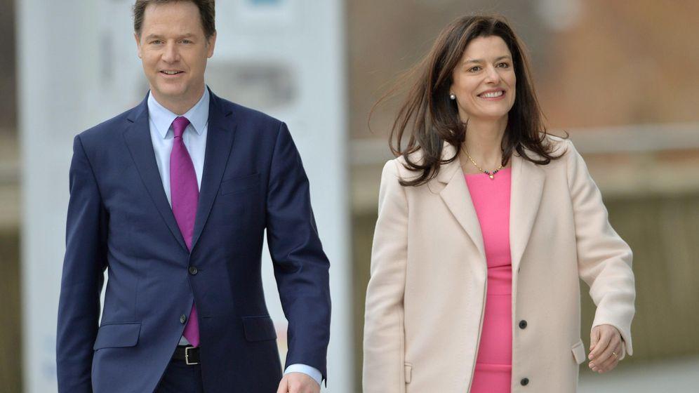 Foto: El dirigente político Nick Clegg junto a su esposa, Miriam González Durántez. (EFE)