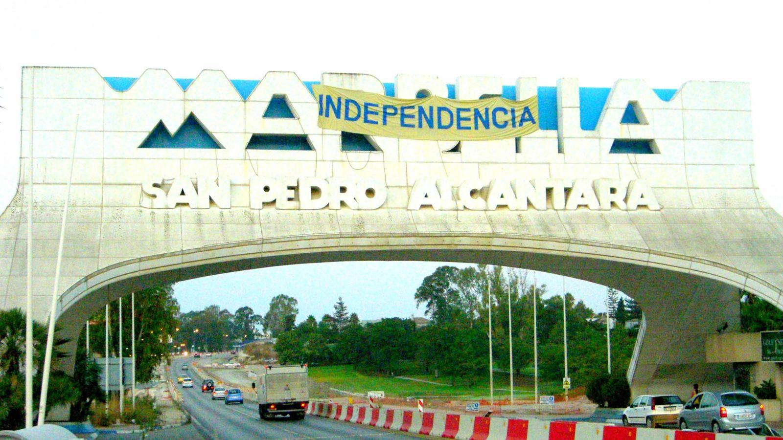 Foto: Las reivindicaciones de independencia han llegado hasta el arco de San Pedro. (A.G.)