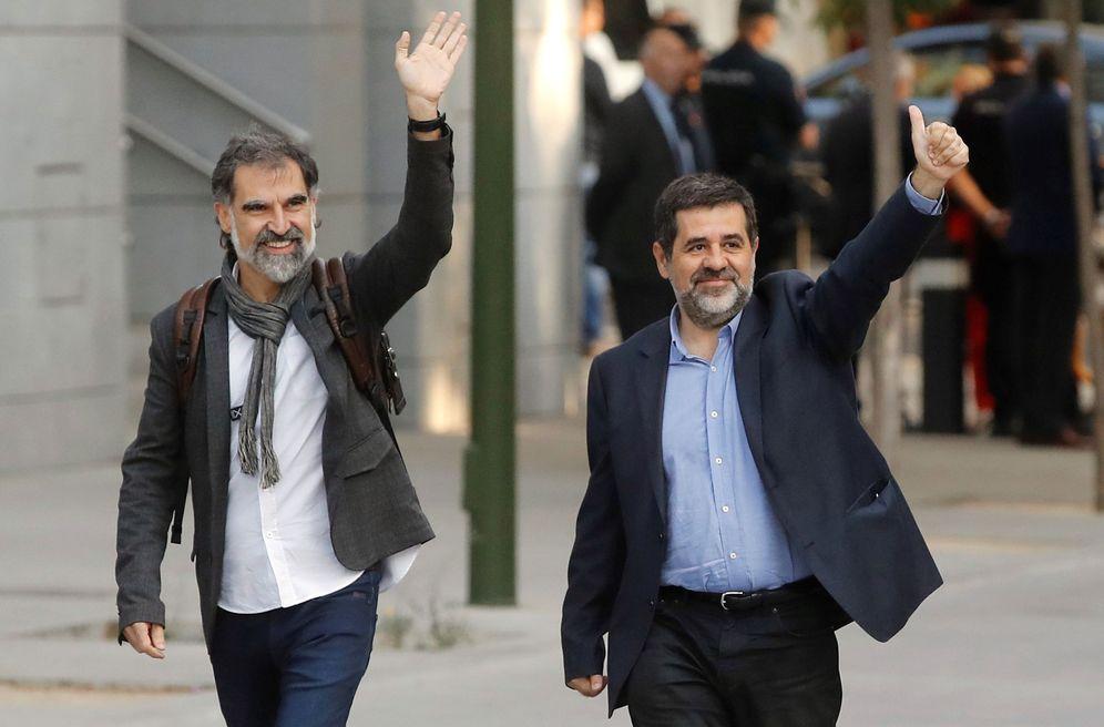 Foto: Los presidentes de la Asamblea Nacional Catalana, Jordi Sànchez, d., y de Òmnium Cultural, Jordi Cuixart, iz. (EFE)