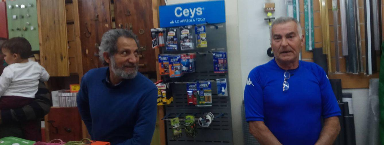 Paco Vega y Sebastián Ortiz votarán a la izquierda, aunque temen que la gente se quede otra vez en casa. (Foto: I. M.)