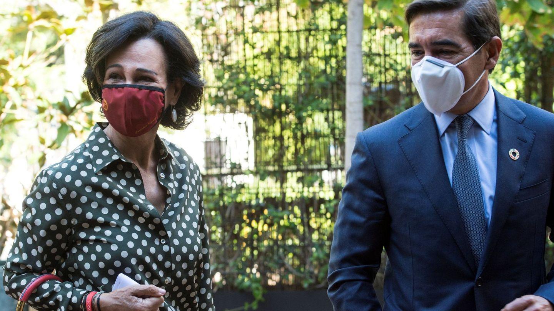 La presidenta de Santander, Ana Botín, y el de BBVA, Carlos Torres. (EFE)