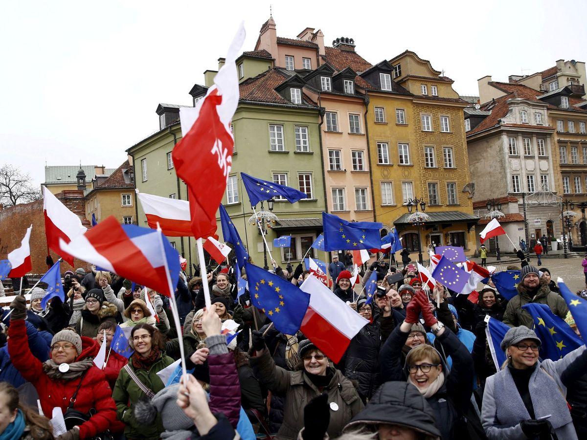 Na zdjęciu: demonstracja prodemokratyczna w Warszawie.  (Reuters)