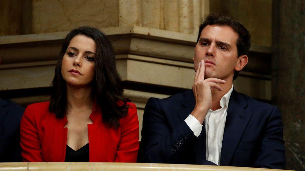 Foto: El líder de Ciudadanos, Albert Rivera, junto a la número 1 por Barcelona, Inés Arrimadas. (EFE)