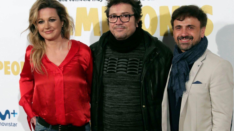 La pareja, con el actor Paco Collado durante la presentación de 'Campeones'. (EFE)
