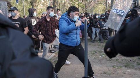 Detenido el joven que propinó una patada a un agente en los disturbios del mitin de Vox