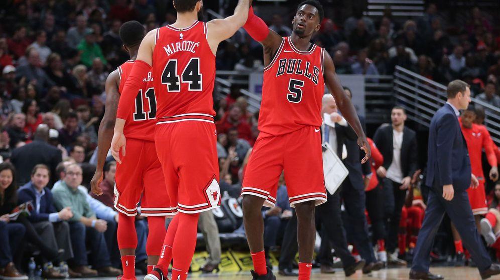 Foto: La foto del lunes por la noche y, quizás, de la semana en la NBA: Mirotic y Portis dándose la enhorabuena.