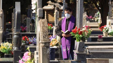 El 'corona espiritual': 20 curas fallecidos, 80 sirven en morgues y 100 más en hospitales
