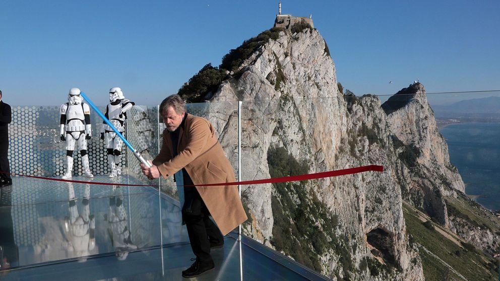 Marcha contra las armas en París y Skywalker en Gibraltar: el día en fotos