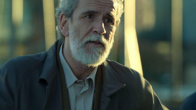 Willy Toledo, en un fotograma de 'Los favoritos de Midas'. (Netflix)