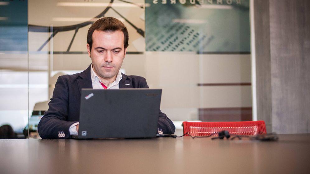 Foto: El economista Juan Ramón Rallo respondiendo a los lectores en su Chat Liberal. Foto: Carmen Castellón