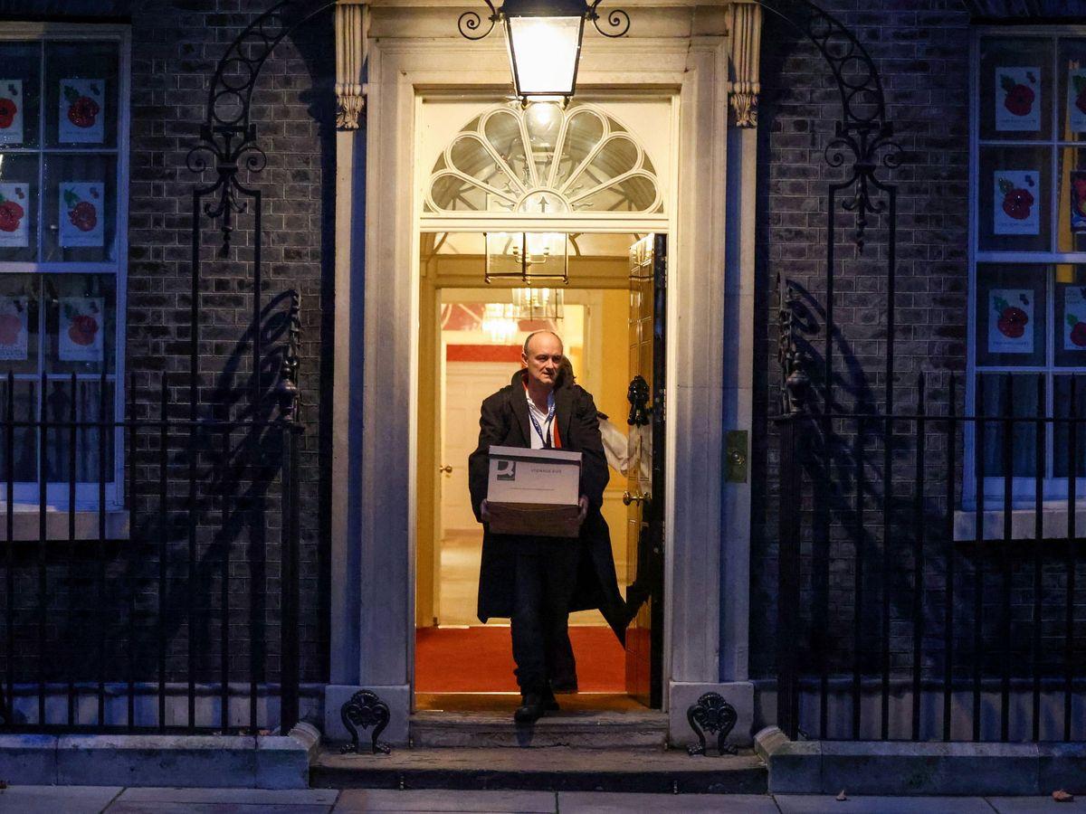 Foto: El asesor Dominic Cummings, cuando tuvo que abandonar el Número 10 de Downing Street. (Reuters)